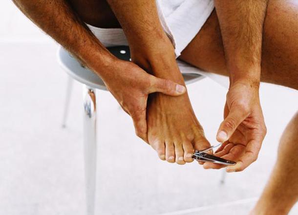 Cómo hacer un Pedicure para Hombres