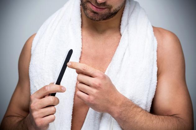 Cómo hacer una manicura para hombres