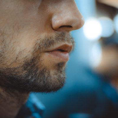 Adiós a la barba irregular con estos tips
