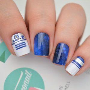 diseño de uñas inspirado en R2D2